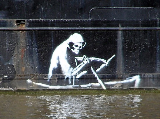 800px-Banksy.on.the.thekla.arp