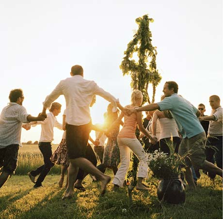 midsummer_dance_sweden