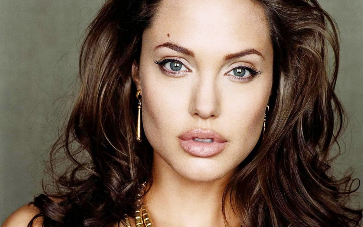6 celebrities that suffered from depression - Angelina Jolie