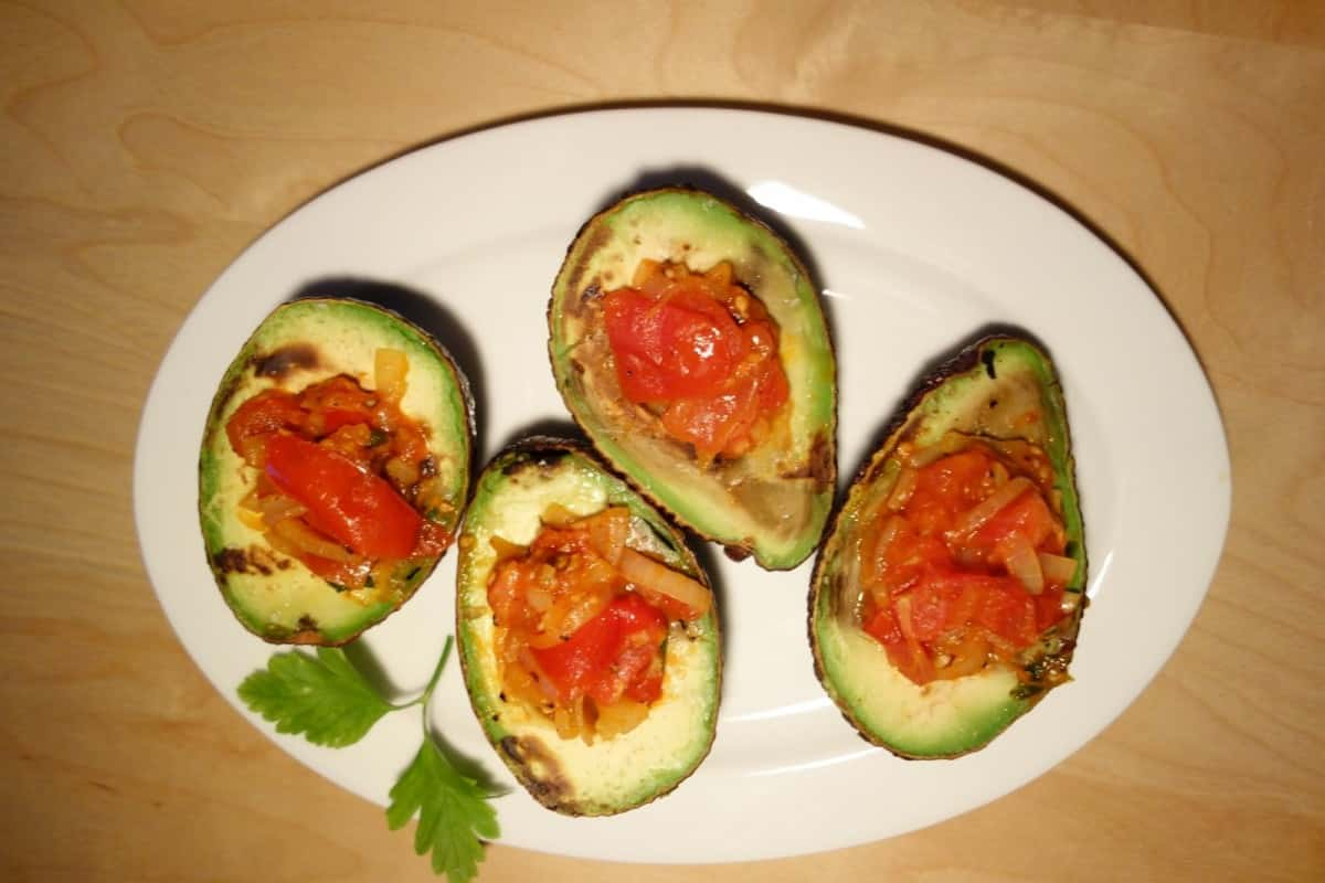 5 great snacks that anyone can make - Salsa Sauce and Avocado.