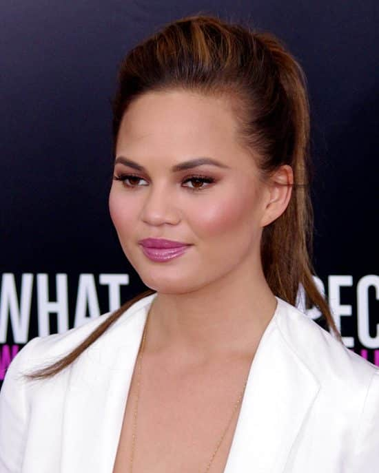 Chrissy Teigen attend in red carpet premier