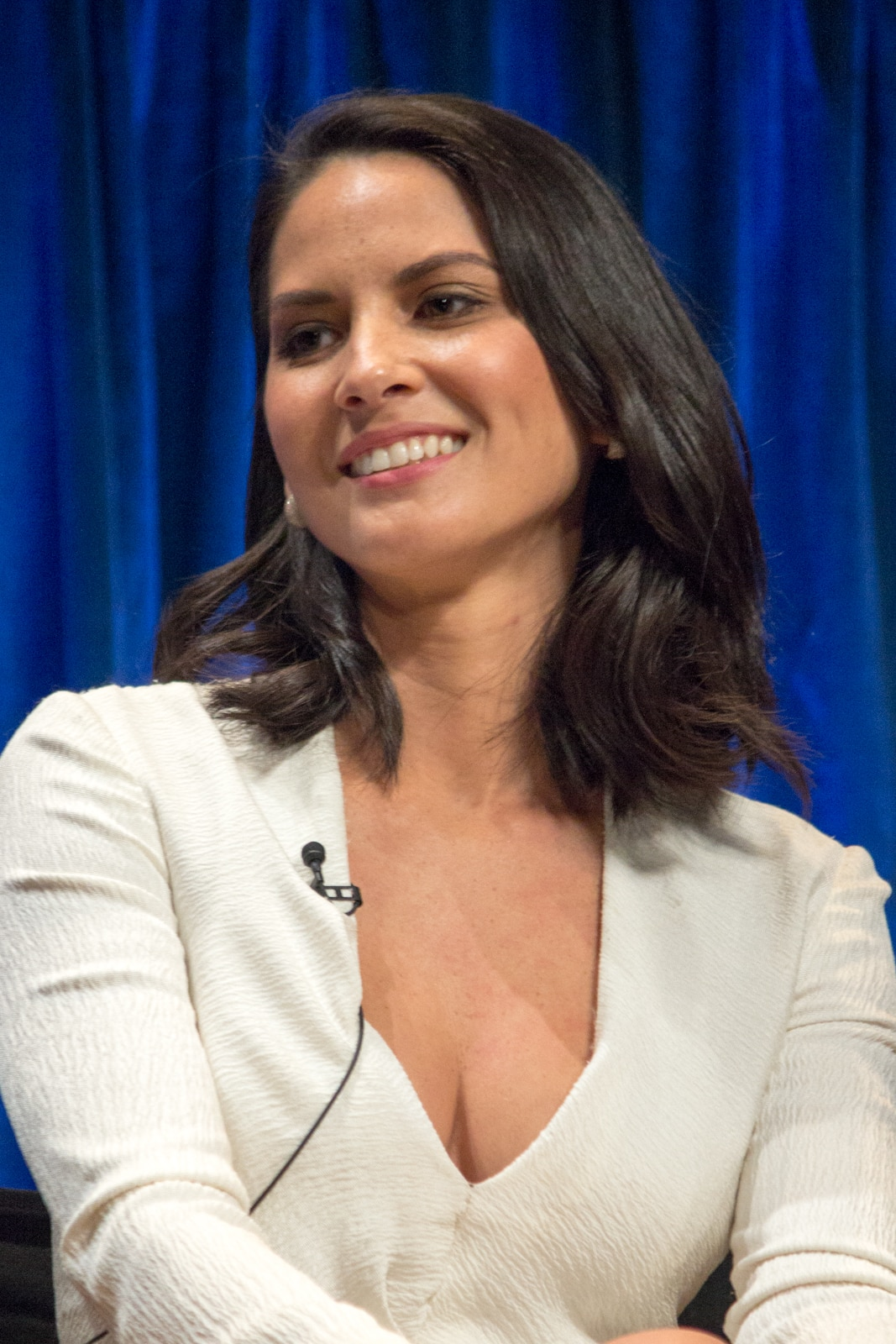 Olivia Munnin white top with blue background